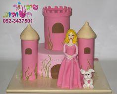 castle cake and princess aurora cake by cakes-mania עוגת טירה עם הנסיכה אורורה ושפן קטן מאת שיגעון העוגות - www.cakes-mania.com