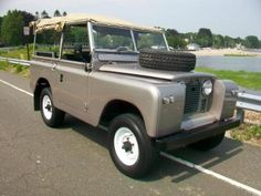 land rover 1965 series IIa 88, love this car type and color