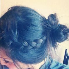 messy bun with braid<3