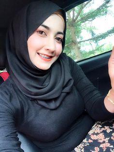 Beautiful Girl In India, Beautiful Muslim Women, Beautiful Hijab, Most Beautiful, Kebaya Hijab, Indonesian Women, Hijab Fashionista, Hijab Chic, Girl Hijab