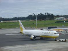 ed2ec827ce Royal Brunei being pushed Auckland International Airport