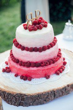 wedding cake with raspberries - rustikale Hochzeitstorte mit Himbeeren von Willst du mit mir gehen?   Hochzeitsblog - The Little Wedding Corner