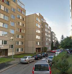 Panelový dům v ulici Škábova v Praze před rekonstrukcí.