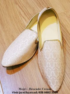 Mojri - Indian Mens shoes - Bollywood - Weddings - Party - Fancy Dress - The Raj era - Prachy Creations Groom Wedding Dress, Men's Wedding Shoes, Wedding Men, Farm Wedding, Wedding Couples, Boho Wedding, Wedding Reception, Wedding Ideas, Indian Men Fashion