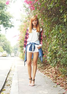 Camille wears grunge style featuring Levi's 501 original denim and plaid. 90s Grunge, Grunge Style, 90s Fashion Grunge, Camille Co, Style Feminin, We Wear, How To Wear, Levis 501, Asian Beauty
