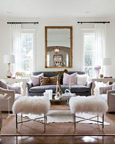 einrichten lila Dekokissen grau Sofa Spiegel
