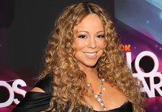 Oops! Mariah Carey nearly falls down while climbing off his boyfriend's yacht (See Photos)