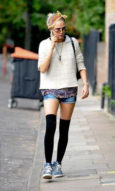 Cara Delevingne Photos: Cara Delevingne Looks for a House