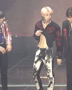 OMFG Hyungwon what're you doin' drop that shirt right now!