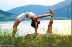 Beneficios de hacer yoga con la pareja - http://www.leanoticias.com/2015/04/29/beneficios-de-hacer-yoga-con-la-pareja/