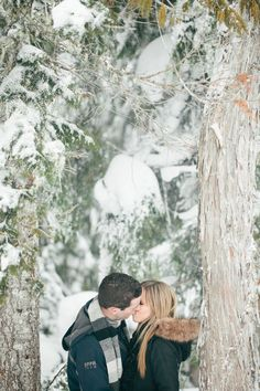a sweet and snowy e-sesh Photography by Jonathan David Photography / jonathandavid.com.au