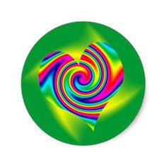 Giro en forma de corazón del arco iris pegatina redonda