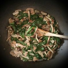 Rye pasta with spinach, Shimeji brown mushrooms, fennel, garlic, marjoram