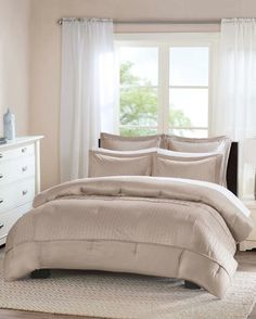 Exclusively Ours - 5 Piece Bronwen Comforter Set
