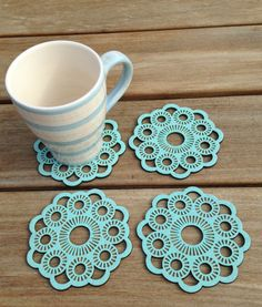 Bijzonder Zeeuws, Zeeuwse Knop (glas) onderzetters My Roots, Glass Coasters, Diy And Crafts, Crochet Earrings, Cross Stitch, Knitting, Tattoos, Etsy, Vintage
