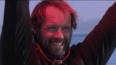 Le skipper français Thomas Coville a mis 49 jours, 3 heures, 7 minutes et 38 secondes pour boucler son tour du monde à la voile en solitaire, sans escale et réalise un nouvel exploit.