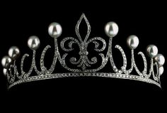 Labelled as Princess Letizia's Ansorena tiara, which has apparently not yet been worn in public. Thė fleur-de-lys, symbol of the House of Bourbón, is the central motif.  Needs confirmation.