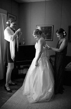 Dokumentaarinen hääkuvaus Tampere Helsinki, Suomi Documentary wedding photography the world Häävalmistautuminen Getting ready www.teemuhoyto.com