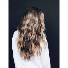 Blonde Hair Color Ideas For Summer Discover Kristin Ess Soft Shine Beach Wave Spray - Ombre Hair Color, Hair Color Balayage, Hair Highlights, Fall Blonde Hair Color, Beachy Blonde Hair, Cute Hair Colors, Cool Hair Color, Long Thin Hair, Blonde Hair Looks
