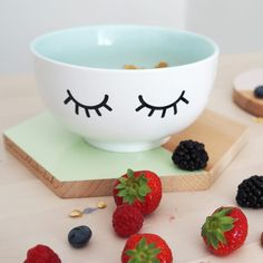 """Jumbo-Müslischale """"I´m always hungry"""" mint - diy projects Pottery Painting, Ceramic Painting, Pottery Art, Painted Pottery, Pottery Ideas, Color Me Mine, Holiday Program, Kitchenware, Tableware"""