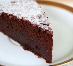 Tort z musem czekoladowym i mango - Domowe Wypieki