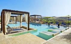På Sheraton Salobre Golf Resort & Spa på Gran Canaria trives golfentusiaster og alle andre som holder af træning i luksuriøse omgivelser med afslapning og spabesøg. Lige op til hotellet ligger øens nyeste golfbaner sig i naturskønne omgivelser. Se mere på http://www.apollorejser.dk/rejser/europa/spanien/de-kanariske-oer/gran-canaria/salobre/hoteller/sheraton-salobre-golf-resort-og-spa