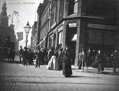 Market Street, corner with Oldham Street, 1900 Manchester England, Manchester New, Old Pictures, Old Photos, Victorian London, Victorian Life, English Architecture, Salford, British History
