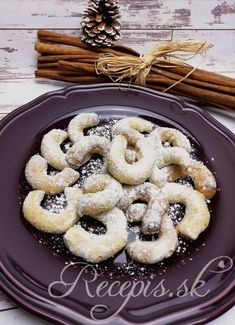 Vanilkové rožky s mandľami – Recepis. Doughnut, Desserts, Food, Basket, Tailgate Desserts, Deserts, Essen, Postres, Meals