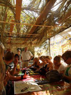 Soekot of Loofhuttenfeest is een joods feest dat zeven dagen duurt en waarbij wordt herdacht dat de Israëlieten (de voorouders van de Joden) veertig jaar lang in de Sinaïwoestijn onder de bescherming van God rondtrokken waarbij ze verbleven in tenten of hutten. Deze rondzwerving lag tussen de uittocht uit Egypte die met Pesach wordt gevierd, en de intocht in het Beloofde Land.Volgens het gebod dient men gedurende Soekot in een Soeka ofwel loofhut te verblijven. Het dak van de hut moet van…