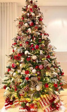 Christmas Tree Decorations, Holiday Decor, Home Decor, Christmas Decor, Xmas Tree Decorations, Interior Design, Home Interior Design, Home Decoration, Decoration Home