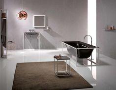 Vaste et minimaliste cette salle de bain chic offre un grand espace bien confortable