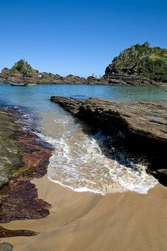 Praia da Ferradurinha, Buzios, Brazil. https://ExploreTraveler.com