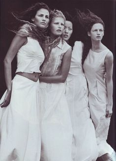 Vogue IT - A windy summer - Fernanda Tavares, Vivien Solari, Kae Lee, Olga Otrokhova - May 1999