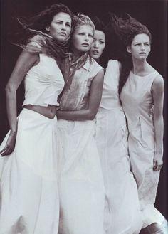 Vogue IT - A windy summer - Fernanda Tavares, Vivien Solari, Kae Lee, Olga Otrokhova - May 1999