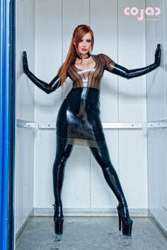 Latex Wear, Latex Dress, Sexy Latex, Fetish Fashion, Latex Fashion, Catwoman, Leather Leggings Look, Shiny Leggings, Rubber Dress