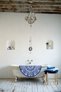 The Lab on the Roof: Home Deco Inspiration in White and Indigo Blue Bathroom Inspiration, Interior Inspiration, Bathroom Inspo, Colour Inspiration, Bathroom Styling, Home Interior, Interior And Exterior, Dream Decor, Beautiful Bathrooms