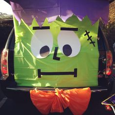 frankenstein trunk or treat. Looks easy enuf - 3 plastic tablecloths from the dollar store, poster board tape and good to go! 16 Ways to Decorate Your Car For Trunk or Treat Halloween 2017, Holidays Halloween, Halloween Treats, Happy Halloween, Halloween Party, Halloween Camping, Preschool Halloween, Haunted Halloween, Halloween Games