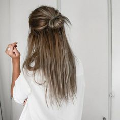 Tenue de jour et tuto chignon coiffure rapide beauté feminine