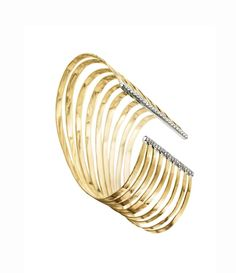 Inspired by the Copan building is@hsternofficial 2008 collection of Oscar Niemeyer jewellery featuring a yellow and white gold wave #bracelet with diamonds at the edges