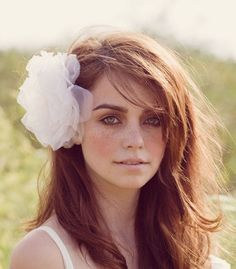 I like this hairpiece...but I LOVE this model. Gorgeous.