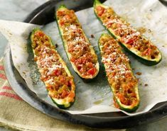 Recipe Zucchini stuffed with tuna ww - a dish at 0 SP. Zucchini Boat Recipes, Zucchini Boats, Stuffed Zucchini, Recipe Zucchini, Summer Recipes, Great Recipes, Recovery Food, Food Network Canada, How To Cook Quinoa
