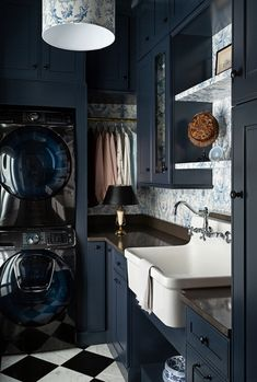 The renewal of the laundry room. Whit this amazing one from The Makerista I would do my laundry every day ( not every 14 days… Room Makeover, Room Design, Laundry Mud Room, Home, Blue Cabinets, Blue Laundry Rooms, Sleek Cabinet, Laundry, Maple Cabinets