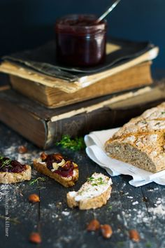 homemade bread with nuts and thyme, plum marmalade by Katharina Küllmer | www.essraum.com