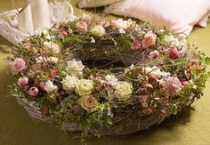inspiration...www.hannahdesign.nl Boxwood Wreath, Grapevine Wreath, Romantic Flowers, How To Make Wreaths, Dried Flowers, Flower Decorations, Floral Arrangements, Marie, Floral Wreath
