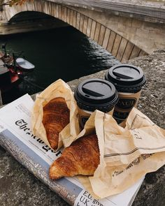 Coffee Shop Aesthetic, Aesthetic Food, Food N, Food And Drink, Momento Cafe, Taste Of Home, Coffee Cafe, Coffee Break, Cravings