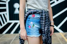 look patches tendencia - Pesquisa Google Look Patches, Casual Outfits, Fashion Outfits, Fasion, Fashion Ideas, Look T Shirt, Street Outfit, Get Dressed, Foto E Video