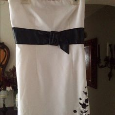 "Strapless❤️Summer Mini Dress Sexy lil White and black strapless dress faux blk belt,embroidered flowers..❤️please submit offers via offer button thanks❤️30 1/2 in long❤️Im 5""5"" its mid thigh on me💋Thank You❤️ Dresses Strapless"