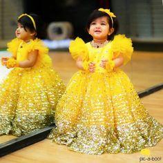 Baby Girl Dress Ideas for A Princess Photoshoot Kids Party Wear Dresses, Kids Dress Wear, Kids Gown, Baby Girl Party Dresses, Gowns For Girls, Frocks For Girls, Little Girl Dresses, Baby Frocks Designs, Kids Frocks Design
