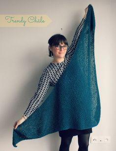 Bonjour, je n'ai pas été inactive depuis un mois et j'ai pas mal de créations a vous montrer... Je commence donc par un peu de tricot avec mes deux nouveaux Trendy châle un en écru et un en bleu pétrole. J'en ai déjà réalisé plusieurs selon le tuto de... Knitting Projects, Knitting Patterns, Knitting Accessories, Knitwear, Paisley, Chiffon, How To Wear, Clothes, Women
