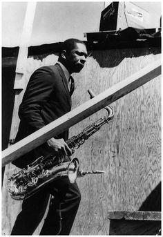 John Coltrane at the Newport Jazz Festival in Newport, Rhode Island, (Photo by William Claxton) Jazz Artists, Jazz Musicians, Music Artists, William Claxton, Newport Jazz Festival, Thelonious Monk, Smooth Jazz, Indie Pop, Jazz Blues